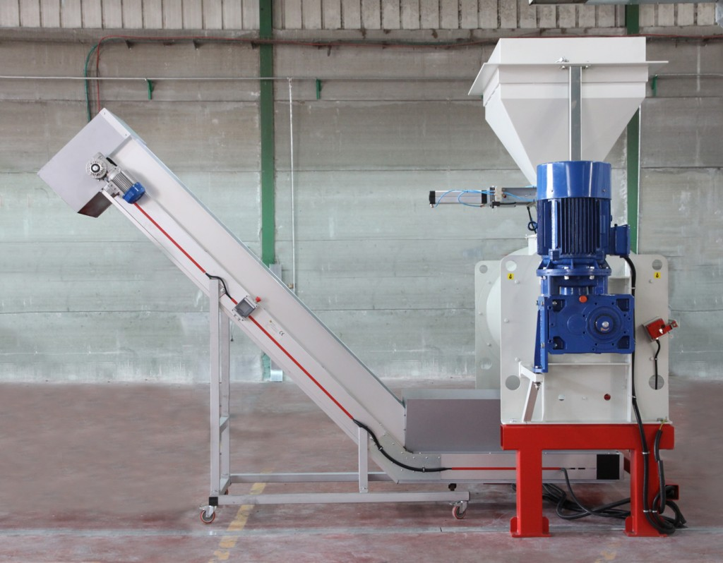 Horizontal shaft dry mixer